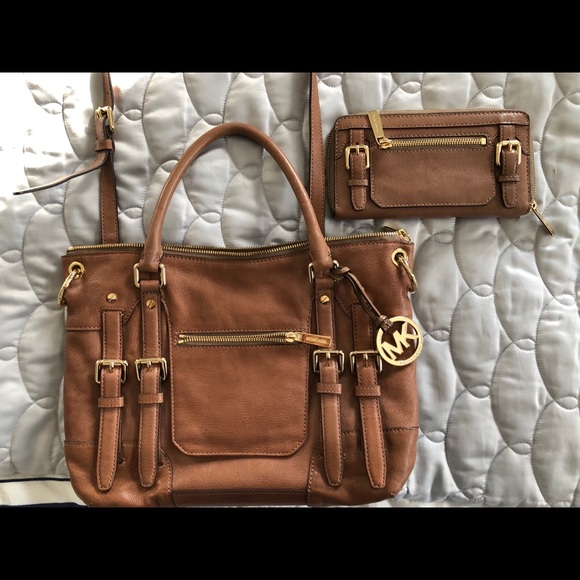 217171eaa7f48d ... wholesale michael kors mk mcgraw satchel zip around wallet 6105c 03d8a